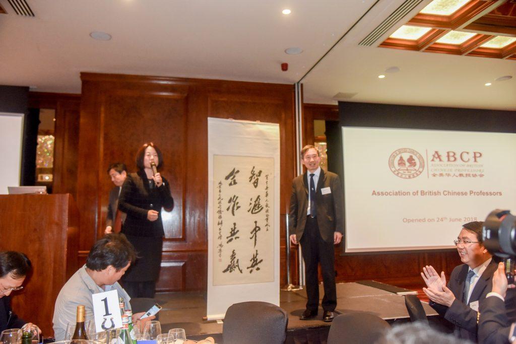 北京市政府侨务办公室副主任贺淑晶女士献礼
